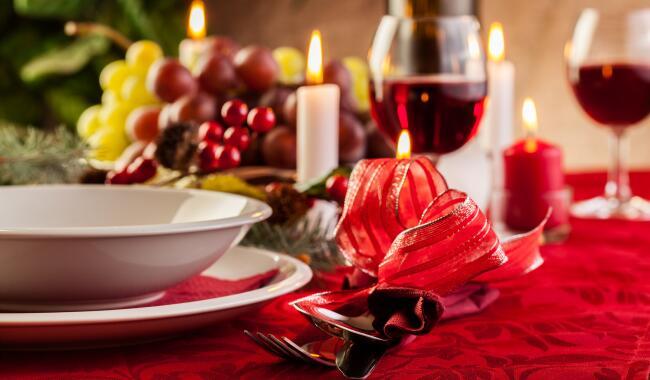 La tavola di natale apparecchiare la tavola di natale for Foto tavole natalizie